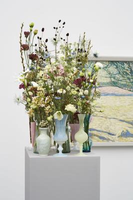 Werk: Cuno Amiet, Winterlandschaft, 1907 / Florale Interpretation: Heidi Huber, Frauenfeld / Aargauer Kunsthaus, Aarau / Blumen für die Kunst, 17.3 – 22.3.2015 / Foto: David Aebi, Burgdorf
