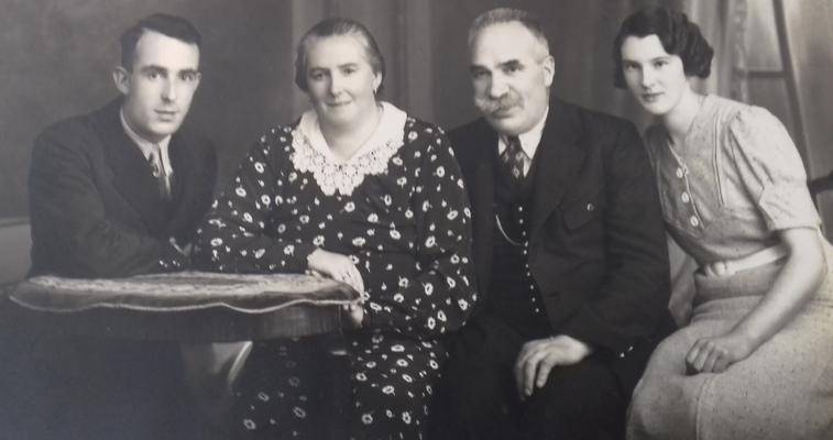 Johann Riedl, Eltern, Mitzi Riedl