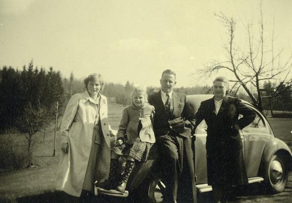 Familie Zahner im Jahre 1953, vlnr: Rösle Zahner, Edeltraut Zahner, Otto Zahner und Hedwig Zahner.