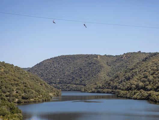 circuito de tirolinas sobre río Bembezar