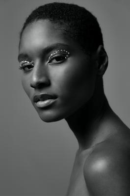 Hair & Make-up: Paula Bethge I Fotograf: Emma Thoenes I Model: Aurelie Giraud