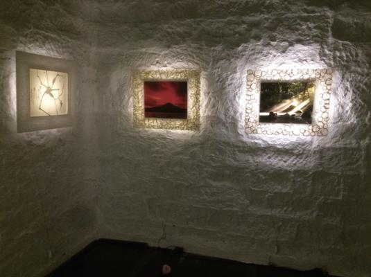 左側は、牧山祐一氏作品。中央は若月新一氏作品。右側は、和嶋歩氏作品