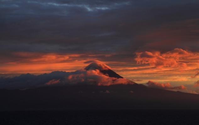 Ponta do Pico 2.351 m