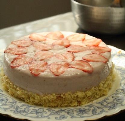 イチゴとヨーグルトのケーキ