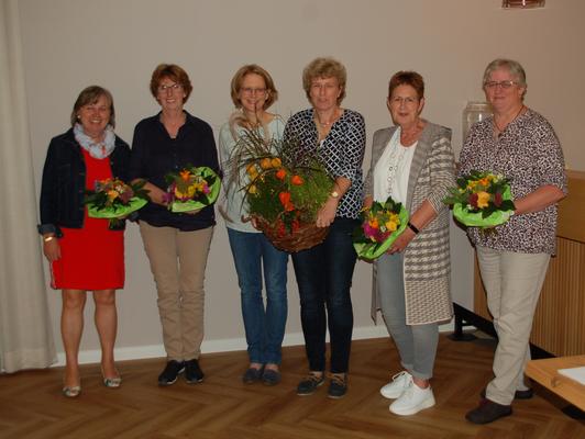 Wiedergewählt zur Beisitzerin (v.l.): Marlene Grafe-Schröder, Annette Derboven, Kerstin Gissel, Irmtraud Homfeld, Petra Meyer. © I. Homfeld