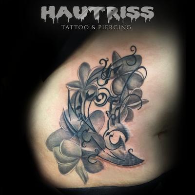 fertiggestelltes Cover-Up-Tattoo