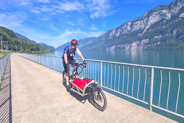 Daniel. Inhaber des Lastenfahrrad-Zentrums auf Tour mit dem Lasten e-Bike