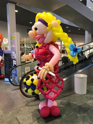 Ballonfrau Ballonclown Trommel