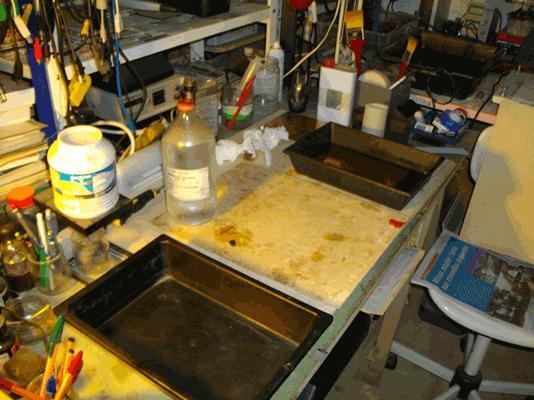 à doite celui contenant le cuivre grainé sous eau