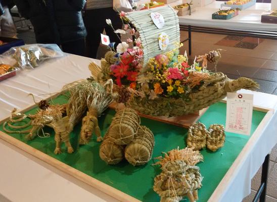 楽習館で展示されていた稲藁の宝船
