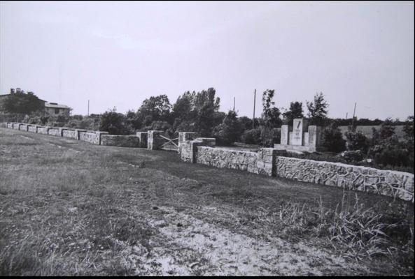 "1964 Gedenkstätte ""Ehrenfriedhof Cap Arcona"" (Foto: Photo-Dreyer, Neustadt."