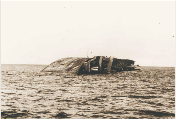Wrack der Cap Arcona (Quelle  KZ-Gedenkstätte Neuengamme)