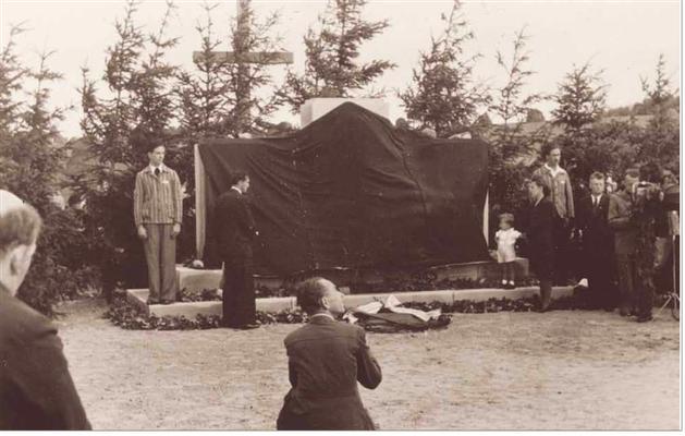 Eröffnung der Gedenkstätte (Fotograf unbekannt)