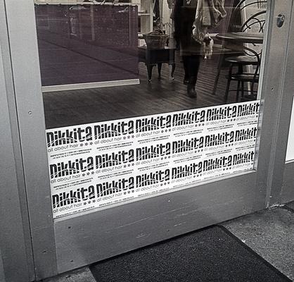 Tür-Verkleidung mit Flyer in Zug (CH)