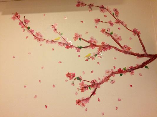 かぶらぎ整骨院 キッズスペースの壁の桜