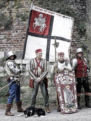 Mit Hauptmann, Fähnrich und Thomas an der Rheinmauer