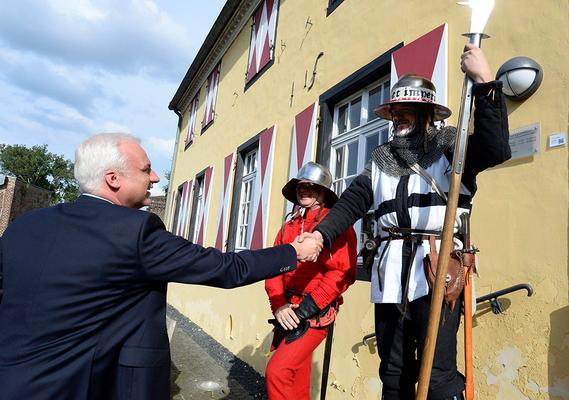 Handschlag mit Garrelt Duin, Wirtschaftsminister NRW