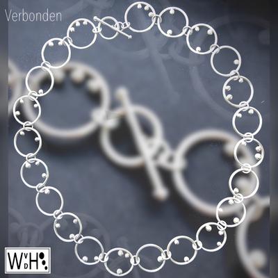 Edelsmid Wilma van den Hoek ketting verbonden zilver