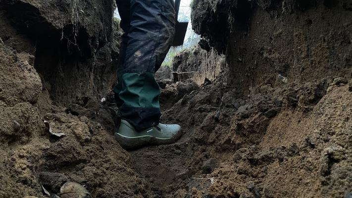 Foto: Petra Schweim - Gartenbotschafter John Langley ist als Maulwurf bestens bekannt