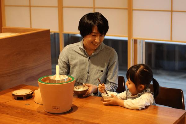 小田式ミニ蒸しかまどの食卓風景