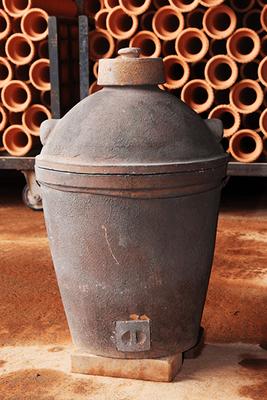 70年以上前に製造された小田式蒸しかまど(一升炊き)