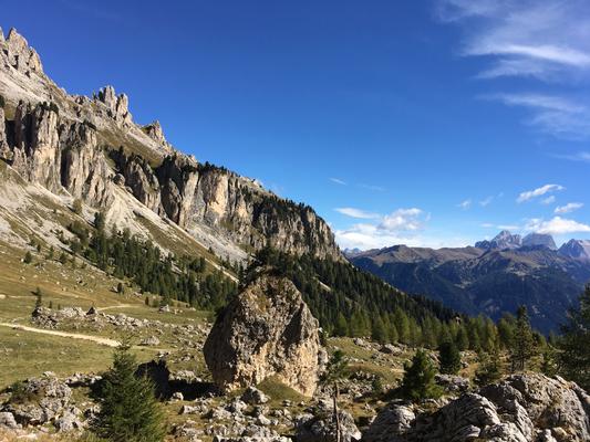 Downhill auf 545, Blick auf Le Cigolade und Ciampedie