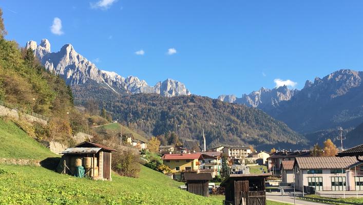 Blick von Primiero auf den Pale di San Martino