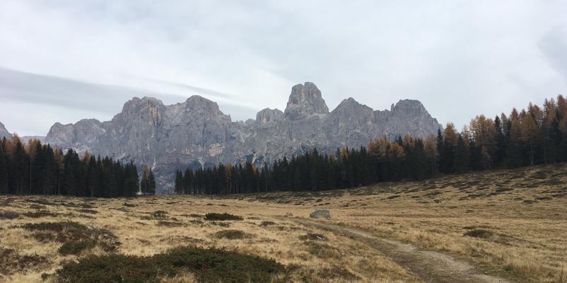 Der Natursteinpfad beim Lago di Calaita