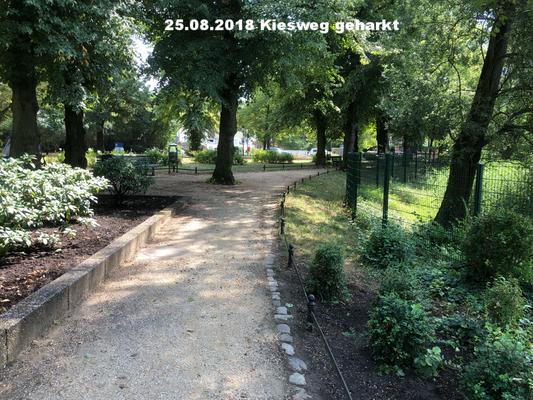 25.08.2018 Kiesweg geharkt