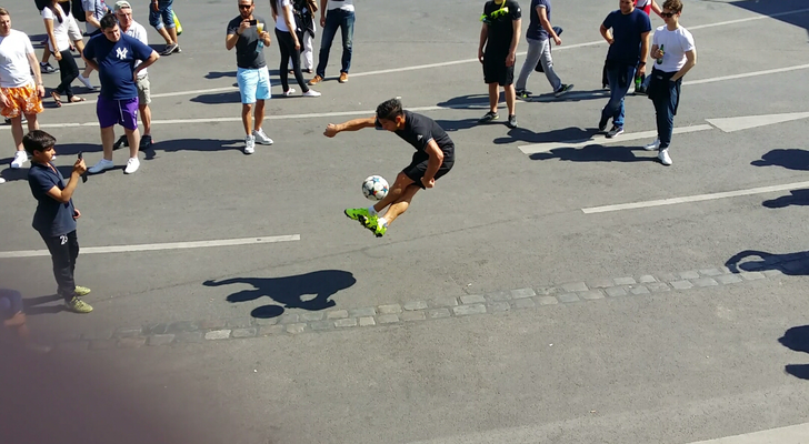Fussball Freestyler Saki