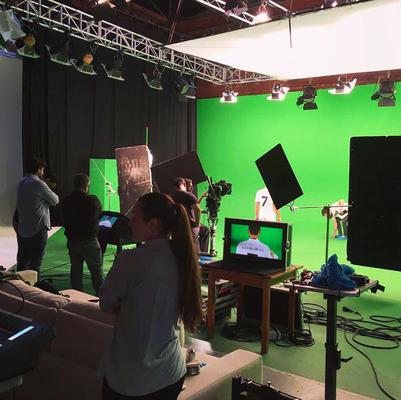 Film und Fernsehen - Studio mit Saki