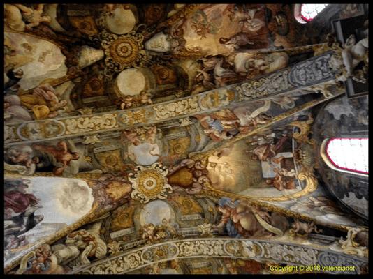 Frescos de La iglesia de San Nicolás (Sant Nicolau) está ubicada y casi escondida entre tortuosas y plazas recoletas en el Casco Antiguo de Valencia