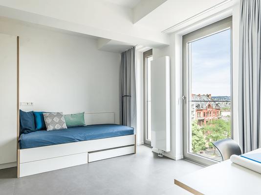Auch bei Bett und Schlafzimmerschrank lag der Fokus auf anspechendem Design, Funktionalität und Langlebigkeit