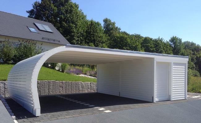 Design Carport mit Geräteraum