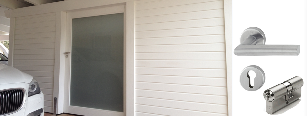 Carport Geräteraum mit Glastür