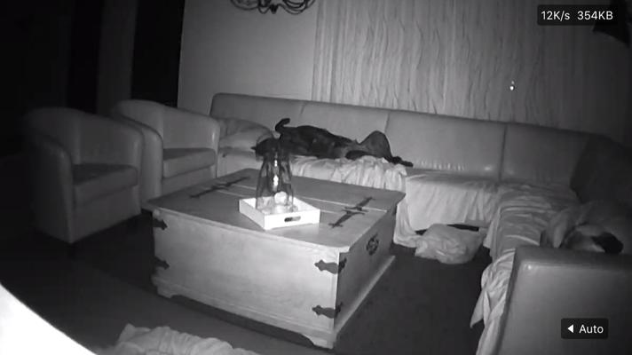 Zo lag ze er deze week in de nacht nog bij.. we hebben er een camera op staan.