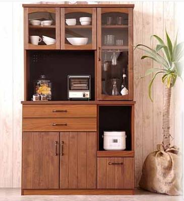 圧迫感なく設置でき、収納もお任せな頼れるキッチンボードです。