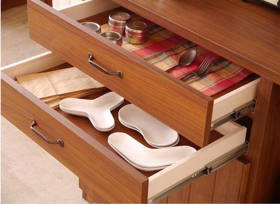 カトラリー・コースター・キッチンクロスなどの小物収納に便利な引き出し。