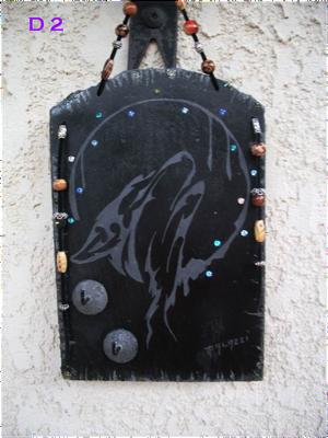 D2        Loup hurlant à la lune porte-clé  2 crochets  22.5 x 15  cm