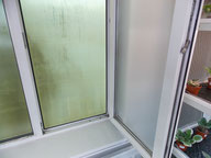 лист поликарбоната за окном