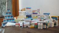 In Griechenland mangelt es an einfachsten Medikamenten Verbandszeug,   auch wenn die Medien keine Berichte  darüber bringen ( dürfen? )
