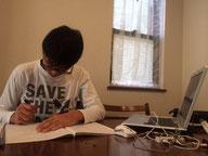 神奈川から参加のそいっち君、彼は横浜校に通う中3だが、自宅からはKJ-ADに参加した。家庭学習もKJの空間で出来ます