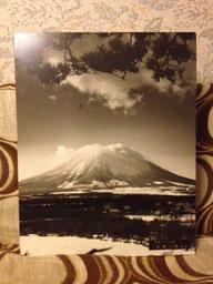 恐らく30年くらい前に撮影されたであろう岩手山の写真です。「近藤一彦」さんという方の撮影だそうですが詳しいことは全くわかりません・・・