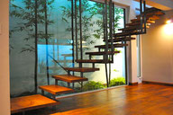 Escalera de metal con madera