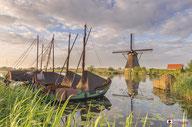 LAndschapsfotografie: Nederlands+tafereel Zalmschouwen+bij+de+molens+van+Kinderdijk