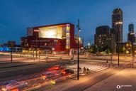 Cityscapefotografie: Luxor-Theater-te-Rotterdam-in-de-avond