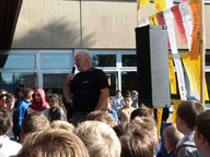 Hr. Wetzel erklärt die Müllentsorgung an der GMS.