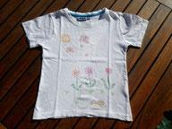 dessins couleur sur T-shirt blanc