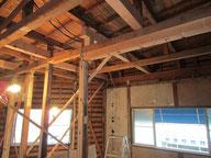 柱の追加や梁桁の補強