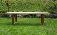 Massiver Lärche Gartentisch mit rostigem Tischgestell